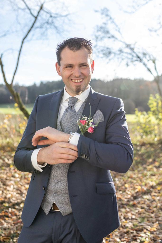lachender bräutigam in ravensburg
